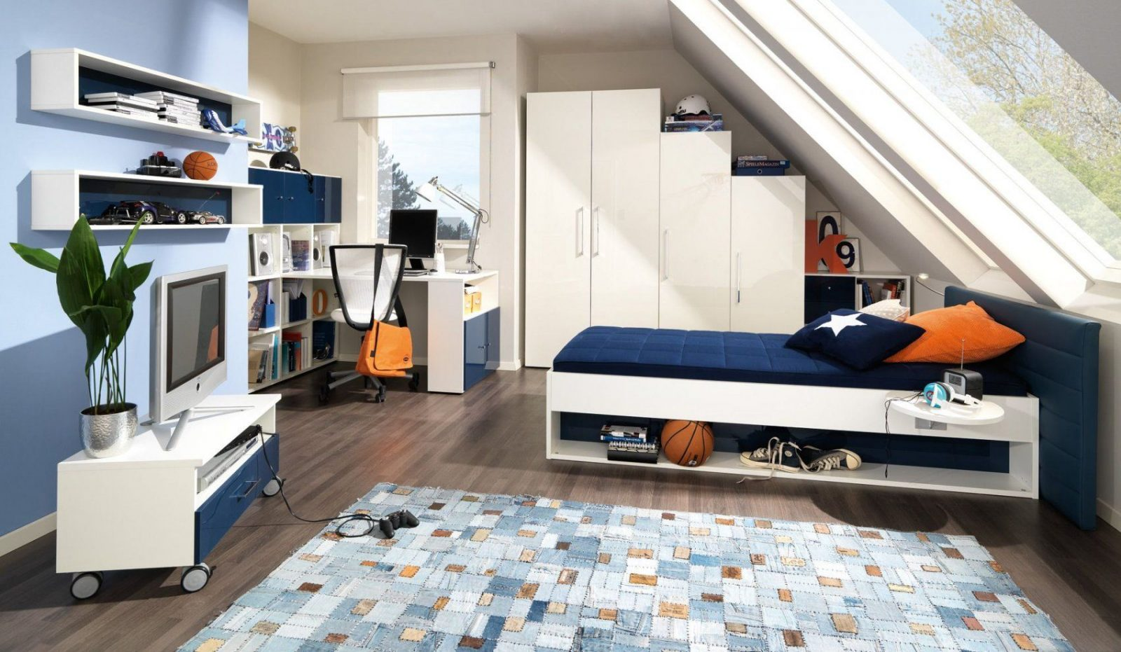 Jugendzimmer In Blau Und Creme Gestalten  Jugendzimmer  Pinterest von Kinderzimmer Mit Dachschräge Einrichten Bild