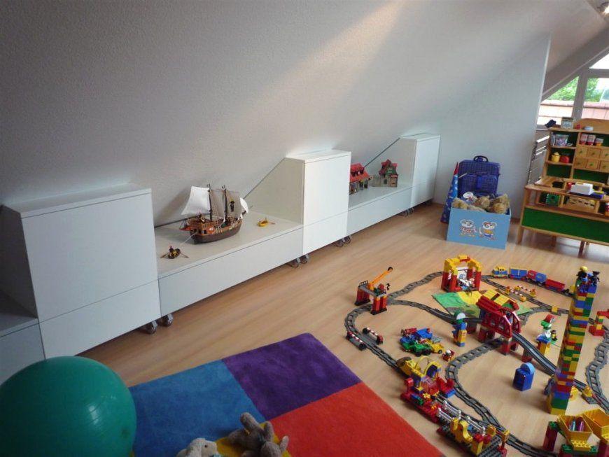 Kinderzimmer Mit Dachschräge Jugendzimmer Einrichten Schrägen Wänden von Kinderzimmer Mit Dachschräge Einrichten Bild