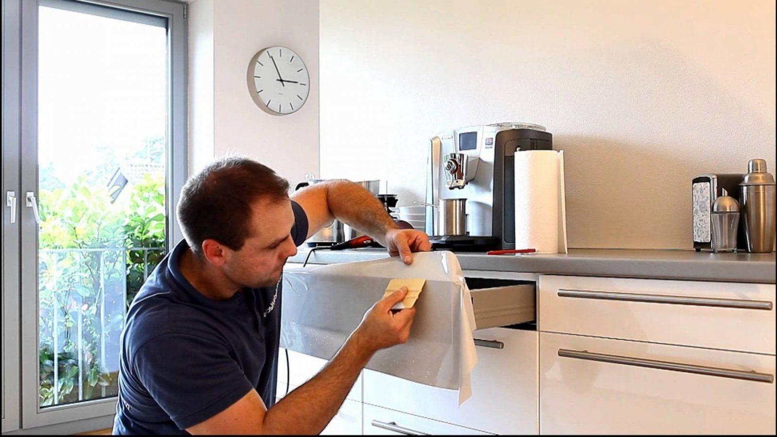 Klebefolie Nahtlos Um Kanten Und Ecken Verkleben  Youtube von Küche Lackieren Oder Bekleben Bild