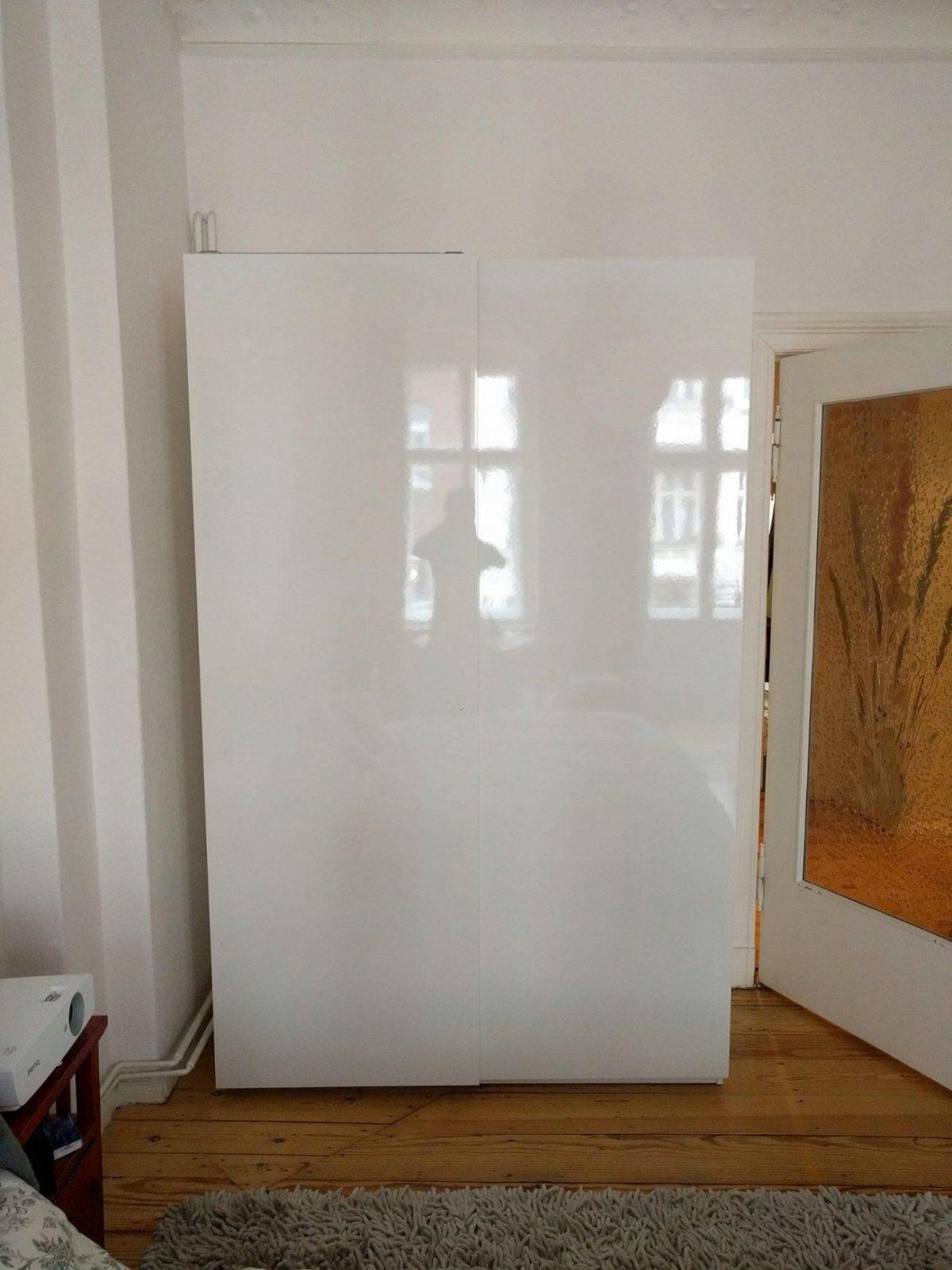 Astounding Kleiderschrank Hochglanz Weiß Schiebetüren Galerie Von Ikea Pax Mit Schiebetüren Hasvik Weiss Von