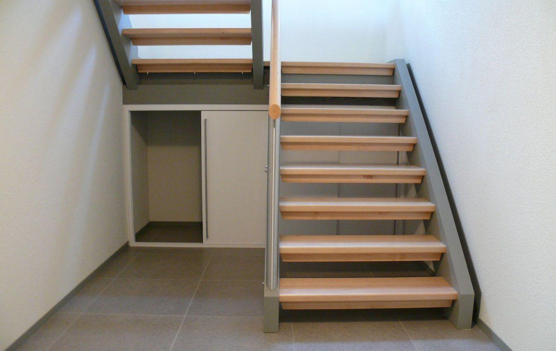 Kleiderschrank Unter Der Treppe von Schrank Unter Treppe Kaufen Photo