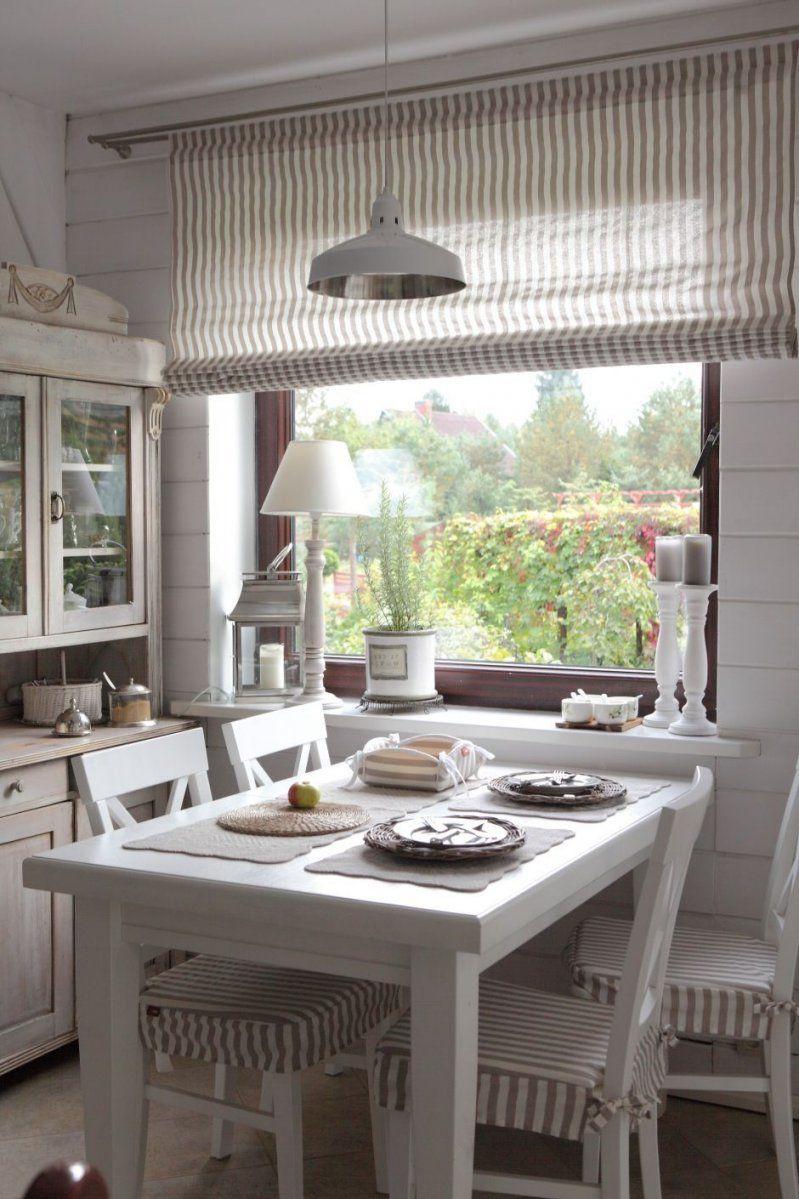 Klein Aber Oho Diese Gemütliche Küche Lädt Zum Zusammensitzen Ein von Rustikale Landhaus Gardinen Photo