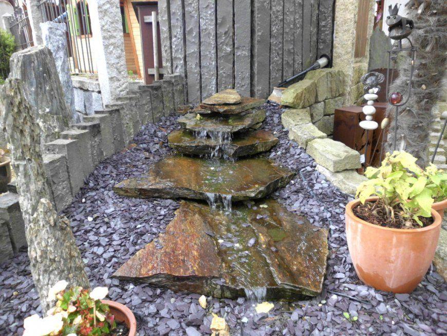 Kleiner Wasserlauf Im Garten Design von Kleiner Wasserlauf Im Garten Bild