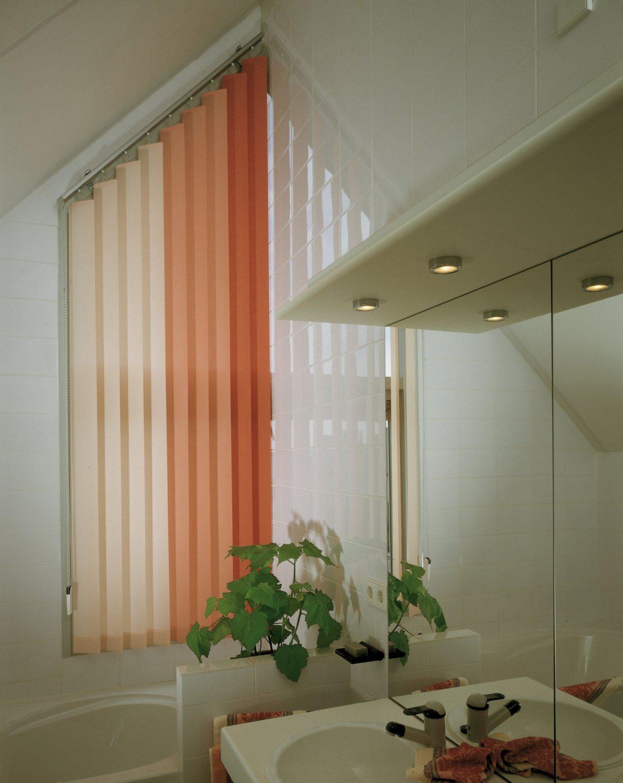 Lamellenvorhänge Für Giebelfenster  Rollomeister von Gardinen Für Giebelfenster Bild