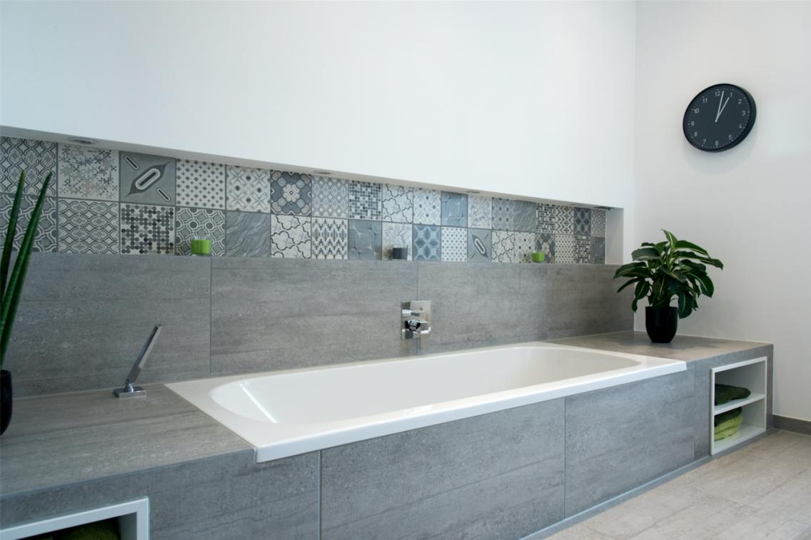 Lustig Badewanne Verkleiden Ohne Fliesen Zauberhaft Wannerkleiden von Badewanne Verkleiden Ohne Fliesen Bild
