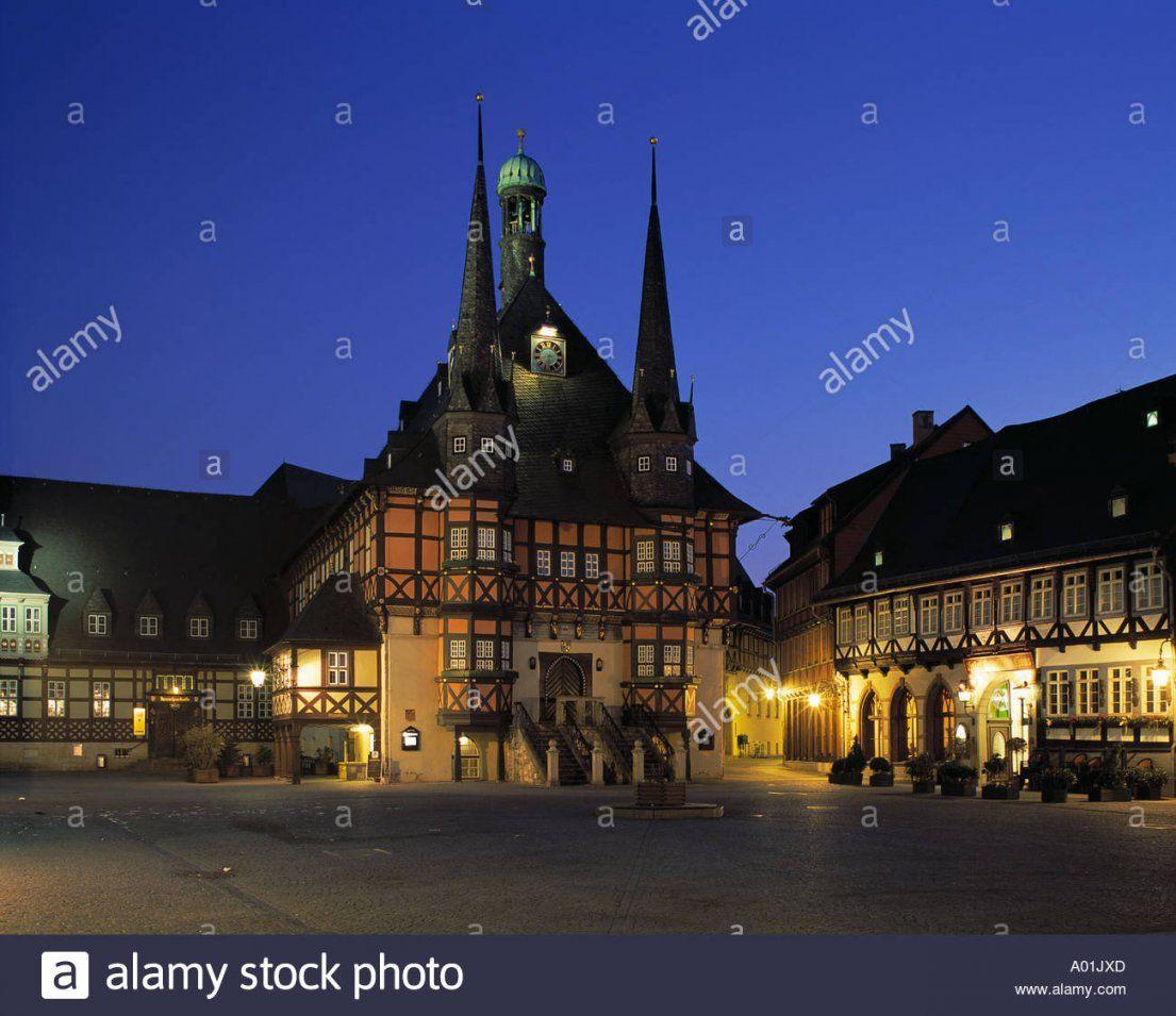 Marktplatz Mit Rathaus Und Hotel Gothisches Haus Bei Nacht Stock von Hotel Gothisches Haus Wernigerode Photo