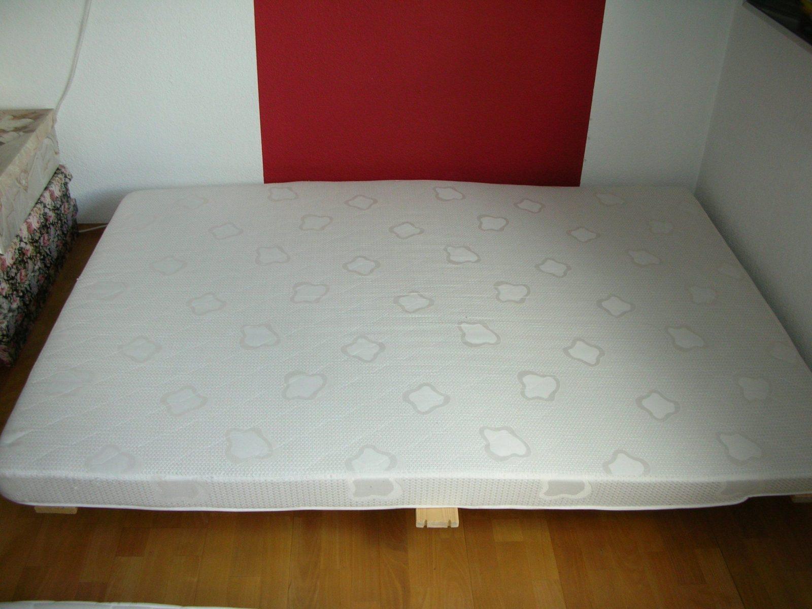 matratze wohnwagen abgeschr gt elegant rund um matratze. Black Bedroom Furniture Sets. Home Design Ideas