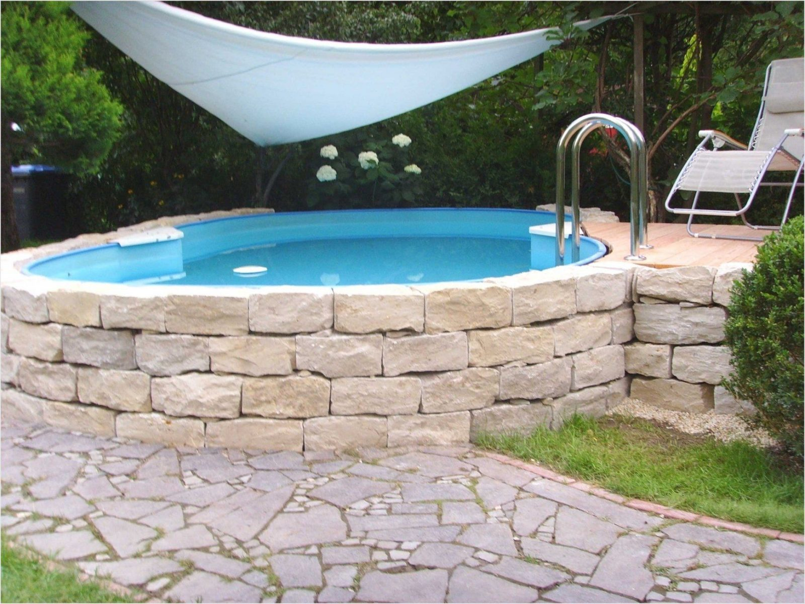 Mini Pool Garten Atemberaubend Muster Über Mini Pool Garten von Mini Pool Im Garten Bild