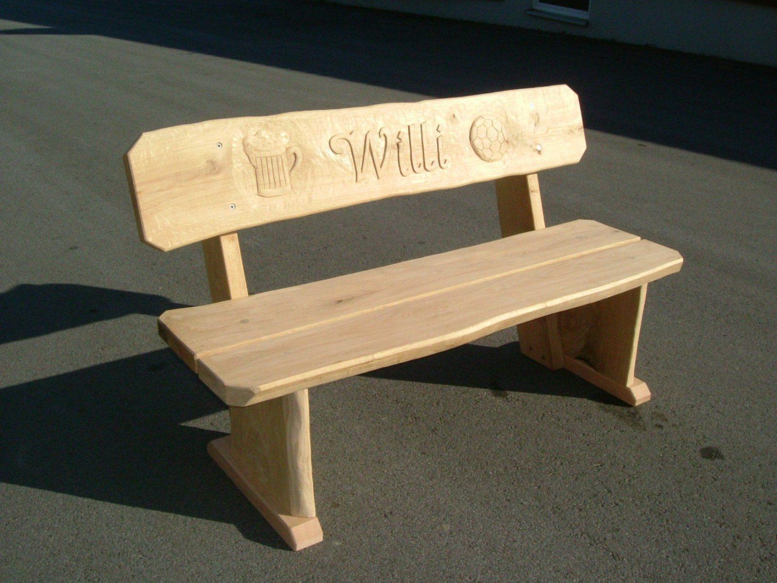 Möbel Mit Gravuren  Die Holzfabrik von Rustikale Gartenbank Aus Holz Bild
