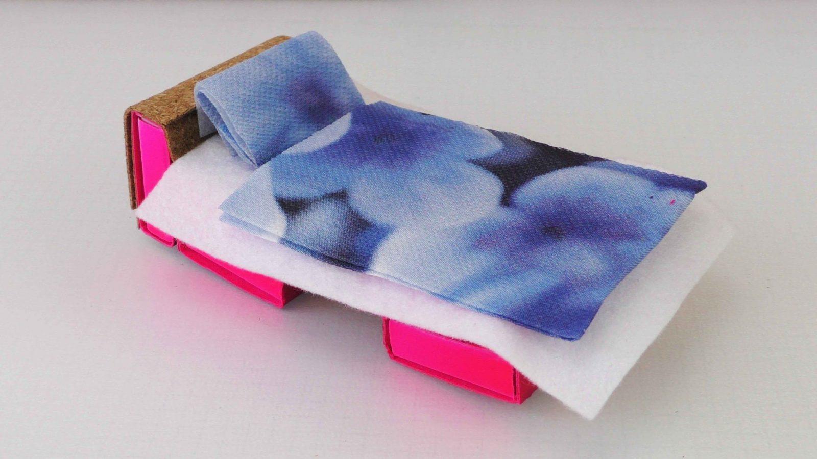 Möbel Selber Basteln  Betten Für Puppen Selber Machen  Youtube von Möbel Für Puppenhaus Selber Basteln Bild