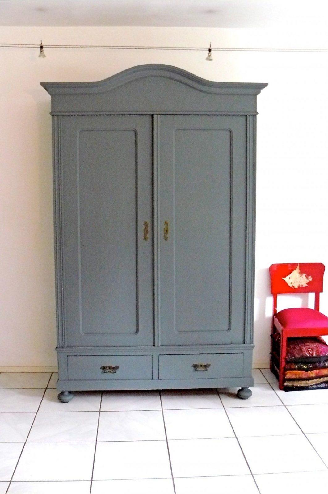 Möbel Streichen Mit Moose Färg Matte Farbe Einfach Und Schön von Schrank Weiß Streichen Ohne Schleifen Photo