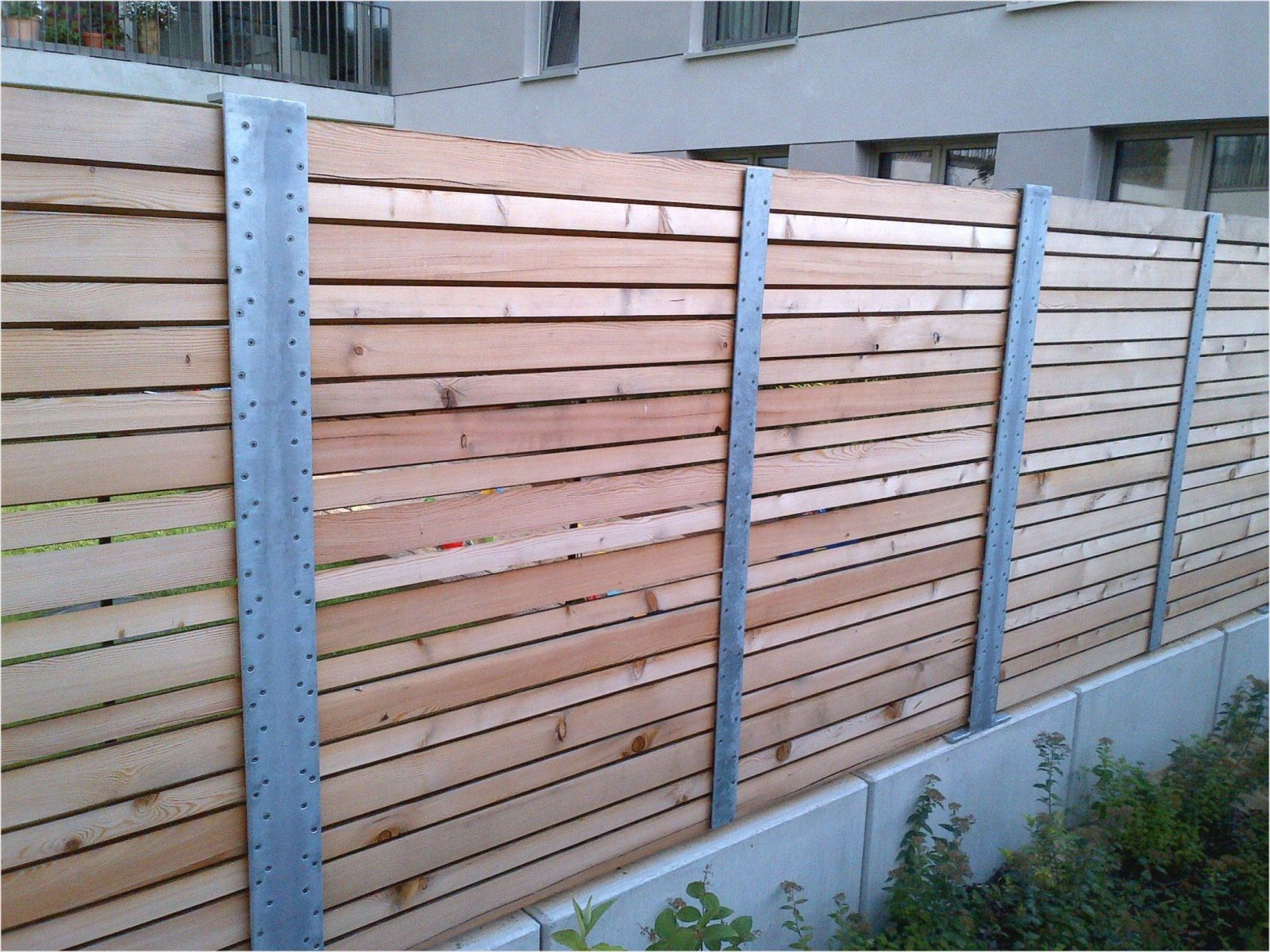 Moderne Gartenzaun Sichtschutz  Neu Gartenzaun Holz Sichtschutz von Sichtschutz Selber Bauen Holz Photo