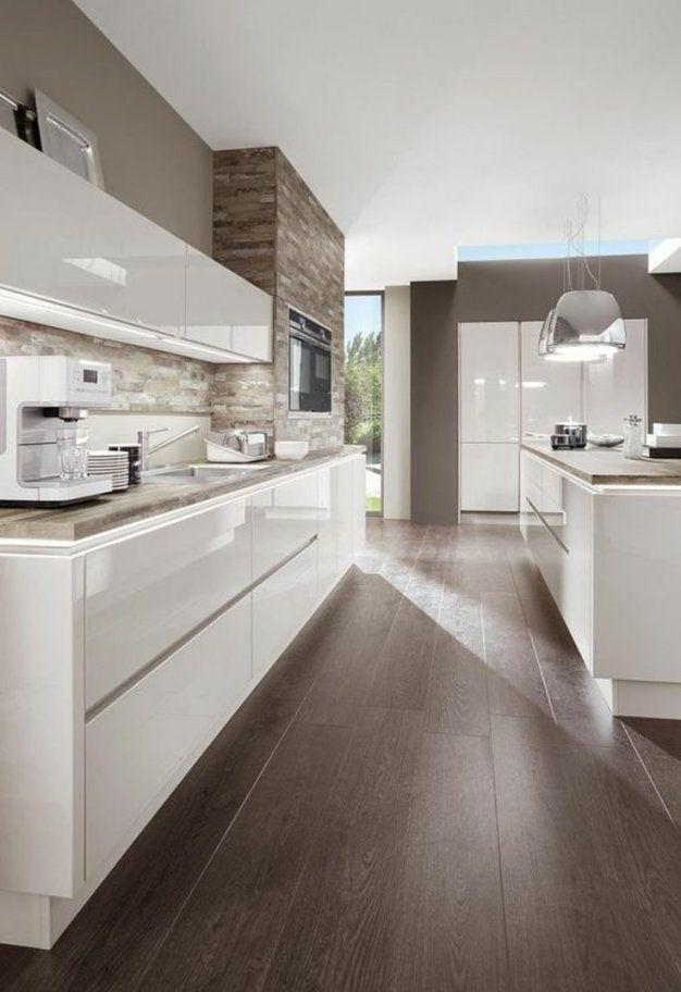 Moderne Weiße Küche Weisse Kuche Boden Mit Chromstahlabdeckung Weise Von Weisse  Küche Dunkler Boden Bild
