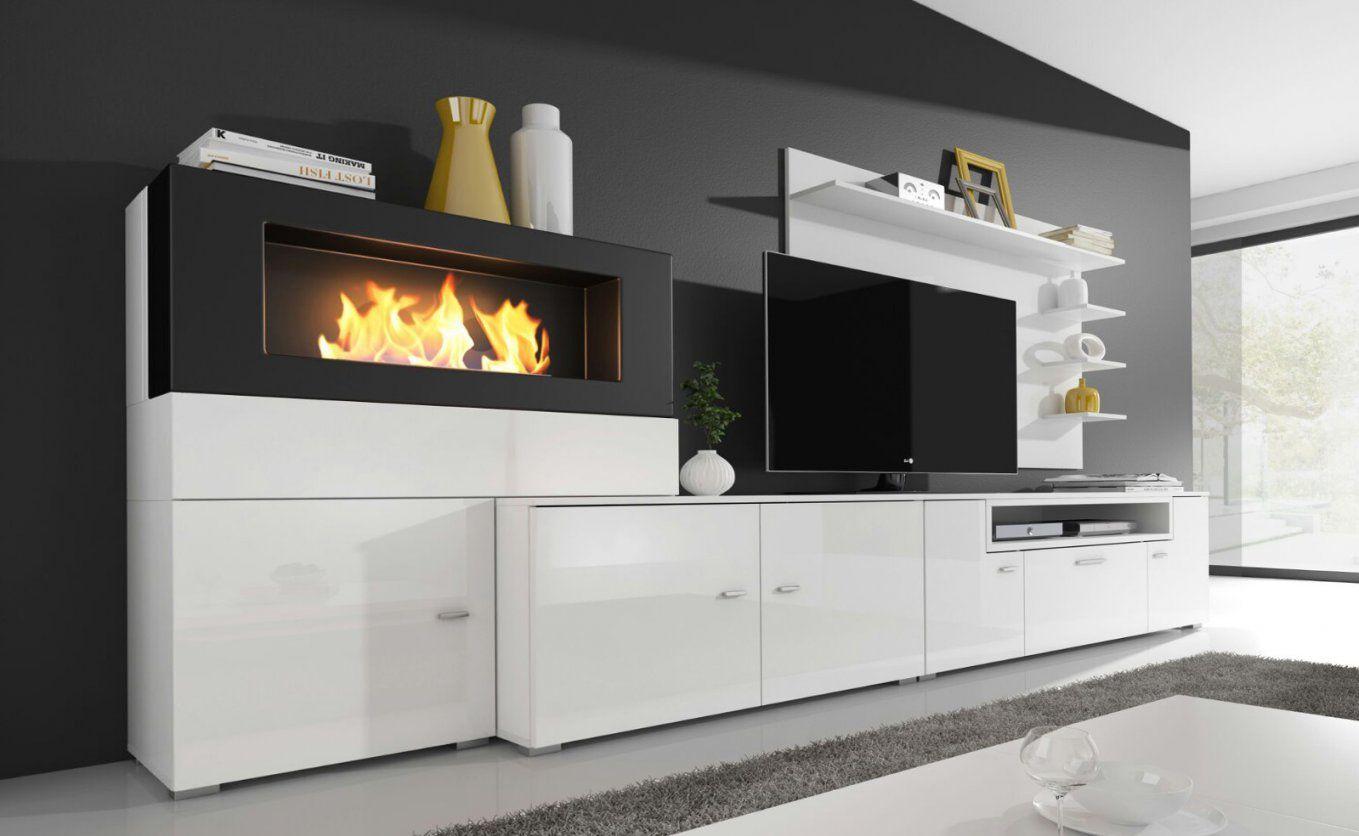 Moderne Wohnwand Mit Integriertem Bioethanol Kamin  Real von Wohnwand Mit Integriertem Kamin Photo