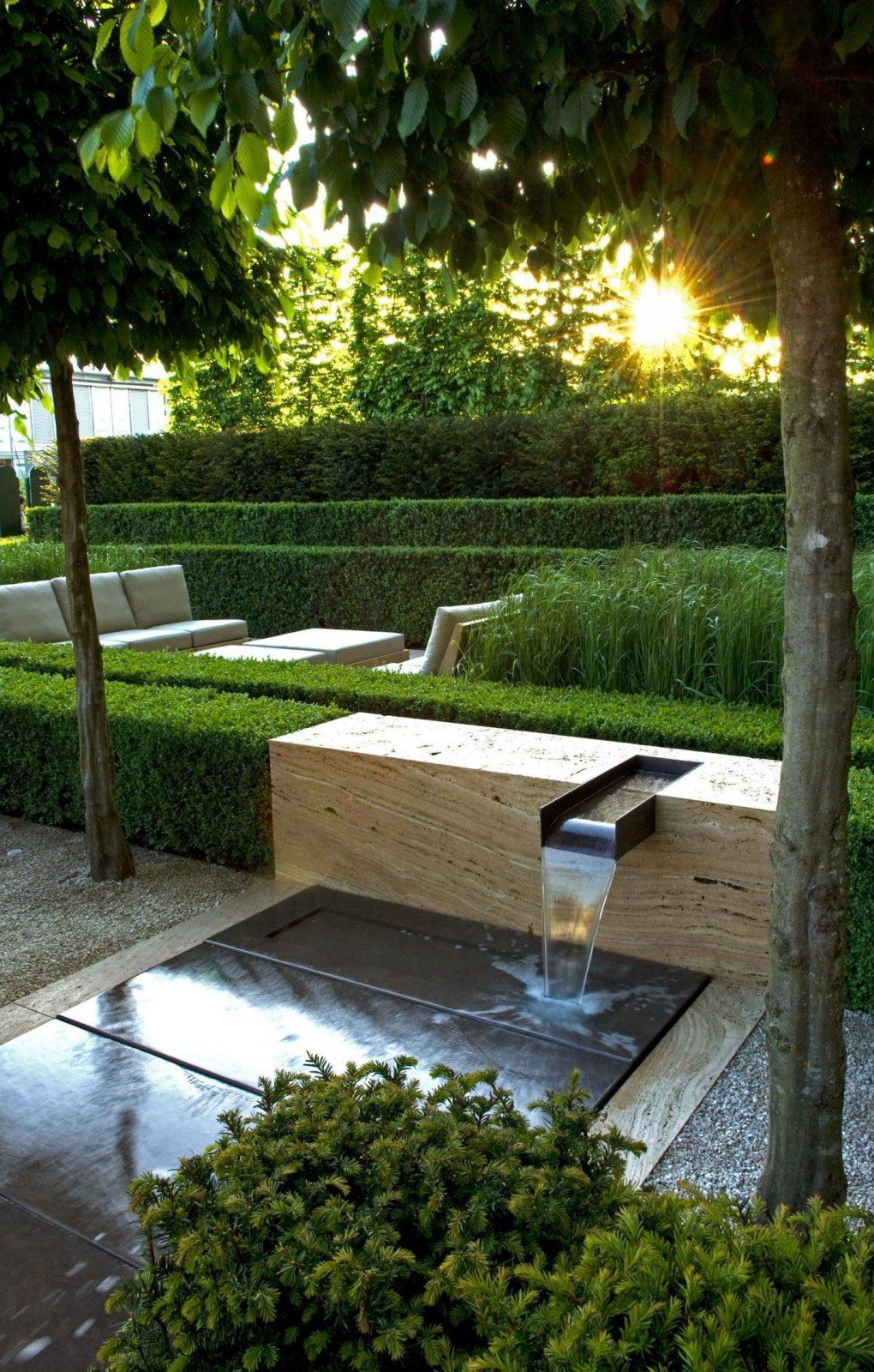 Moderner Garten Brunnen Sitzecke Lounge  Moderner Garten von Moderne Wasserspiele Für Den Garten Photo