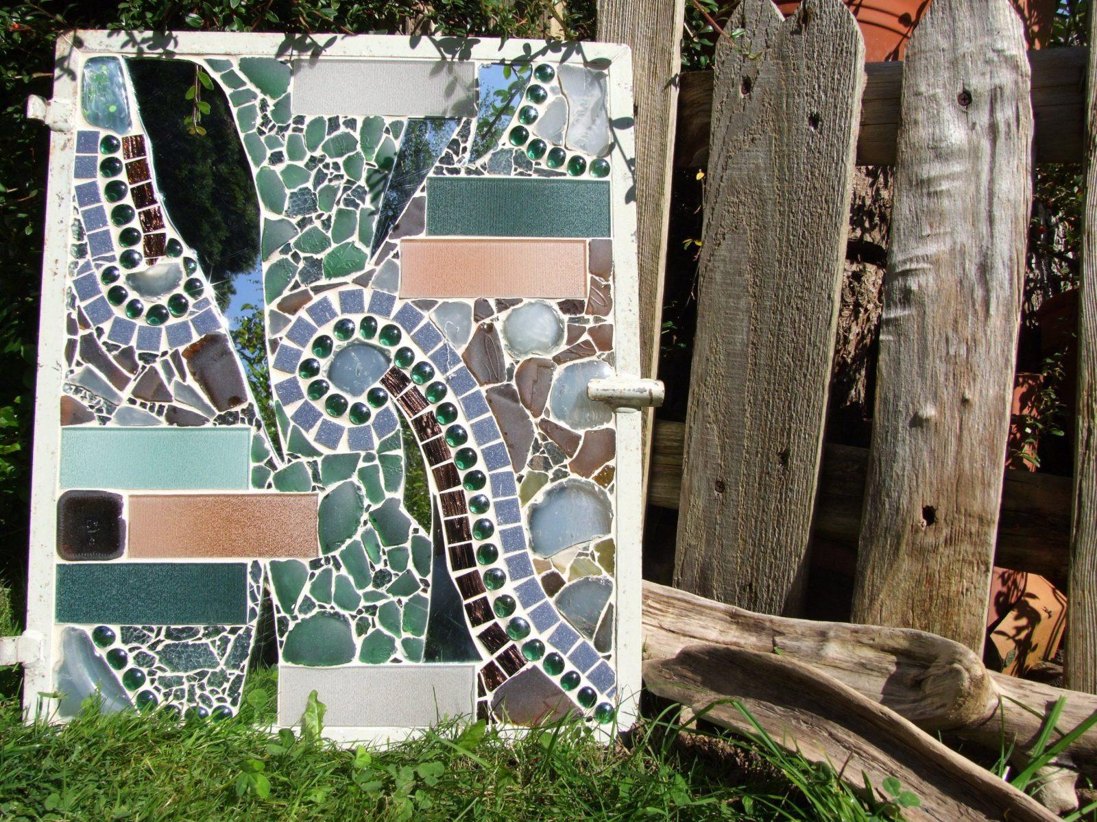 Mosaik Im Garten Dekoinspirationen Und Tipps von Spiegel Mosaik Selber Machen Photo