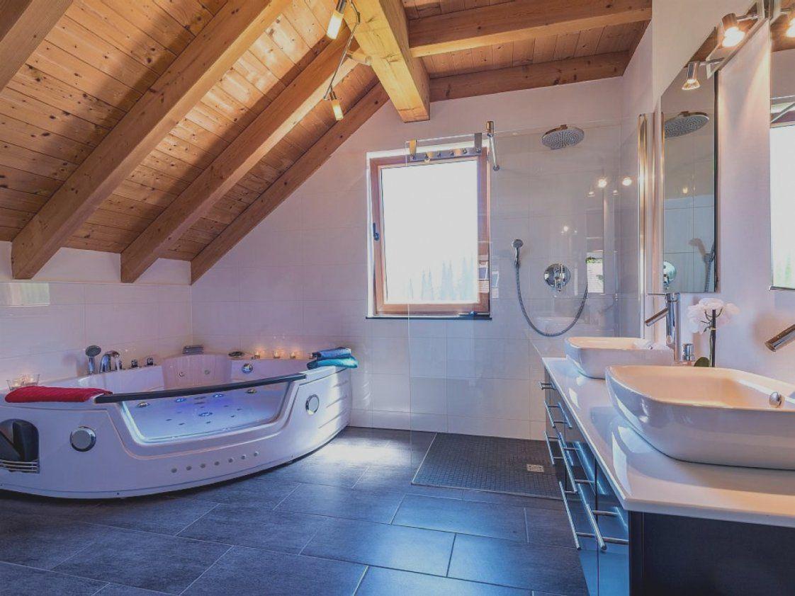 Neu Badezimmer Mit Whirlpool Bezaubernde Inspiration Und Tolle Luxus von Luxus Badezimmer Mit Whirlpool Bild