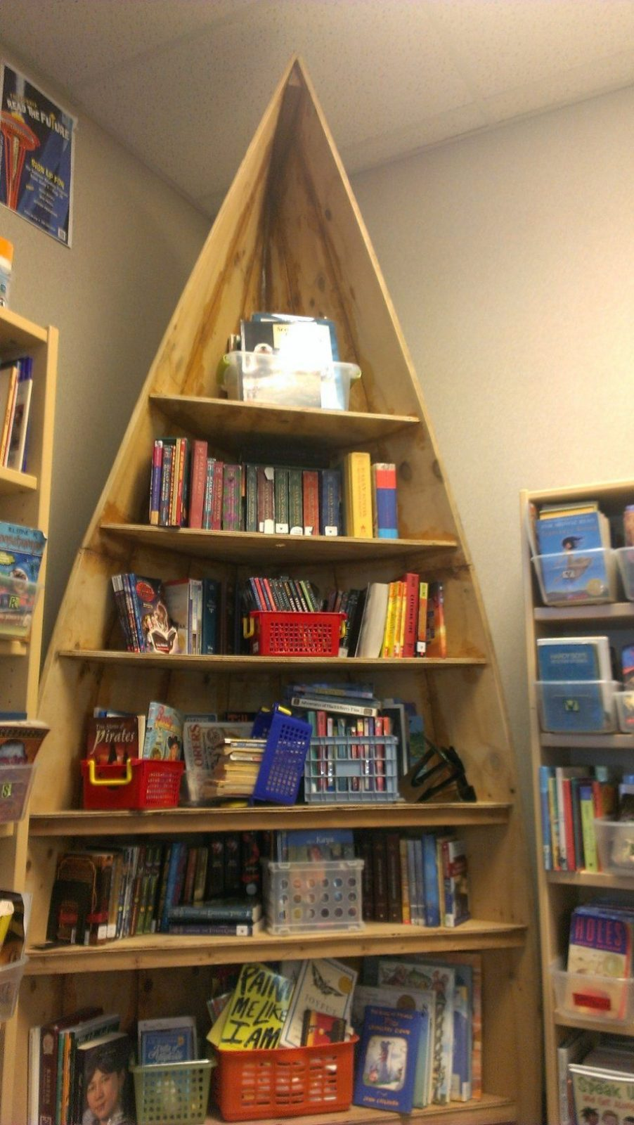 Neue Bücherregale  Blog Der Stadt Und Schulbücherei Lauenburg von Boot Regal Selber Bauen Bild