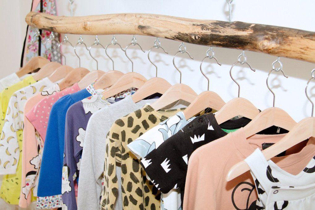 Platz Sparen Kleiderstange Für Wand Selber Bauen  Diy  Zenideen von Kleiderstange Aus Holz Selber Bauen Bild