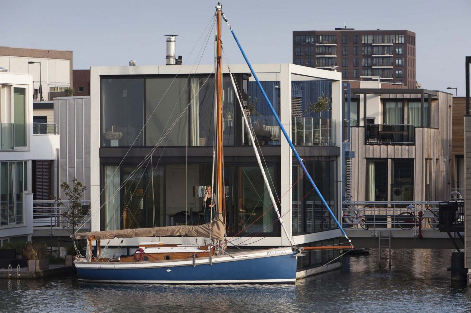 ponton hausboot selber bauen great ht houseboats hausboote zum von ponton hausboot selber bauen. Black Bedroom Furniture Sets. Home Design Ideas