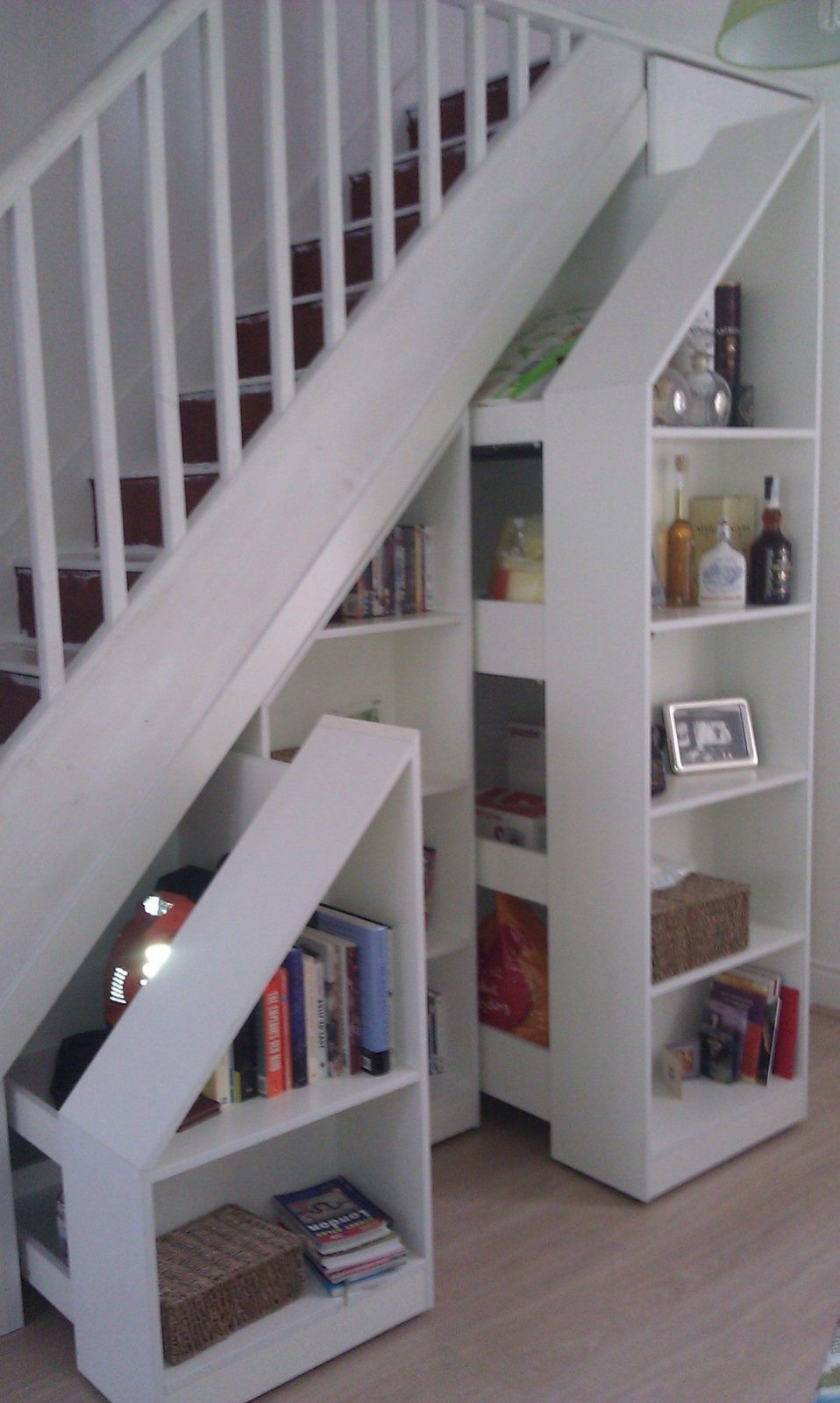 Pull Out Stair Bookcases In White Httpwwwarthanfurnitureuk von Regale Unter Der Treppe Photo