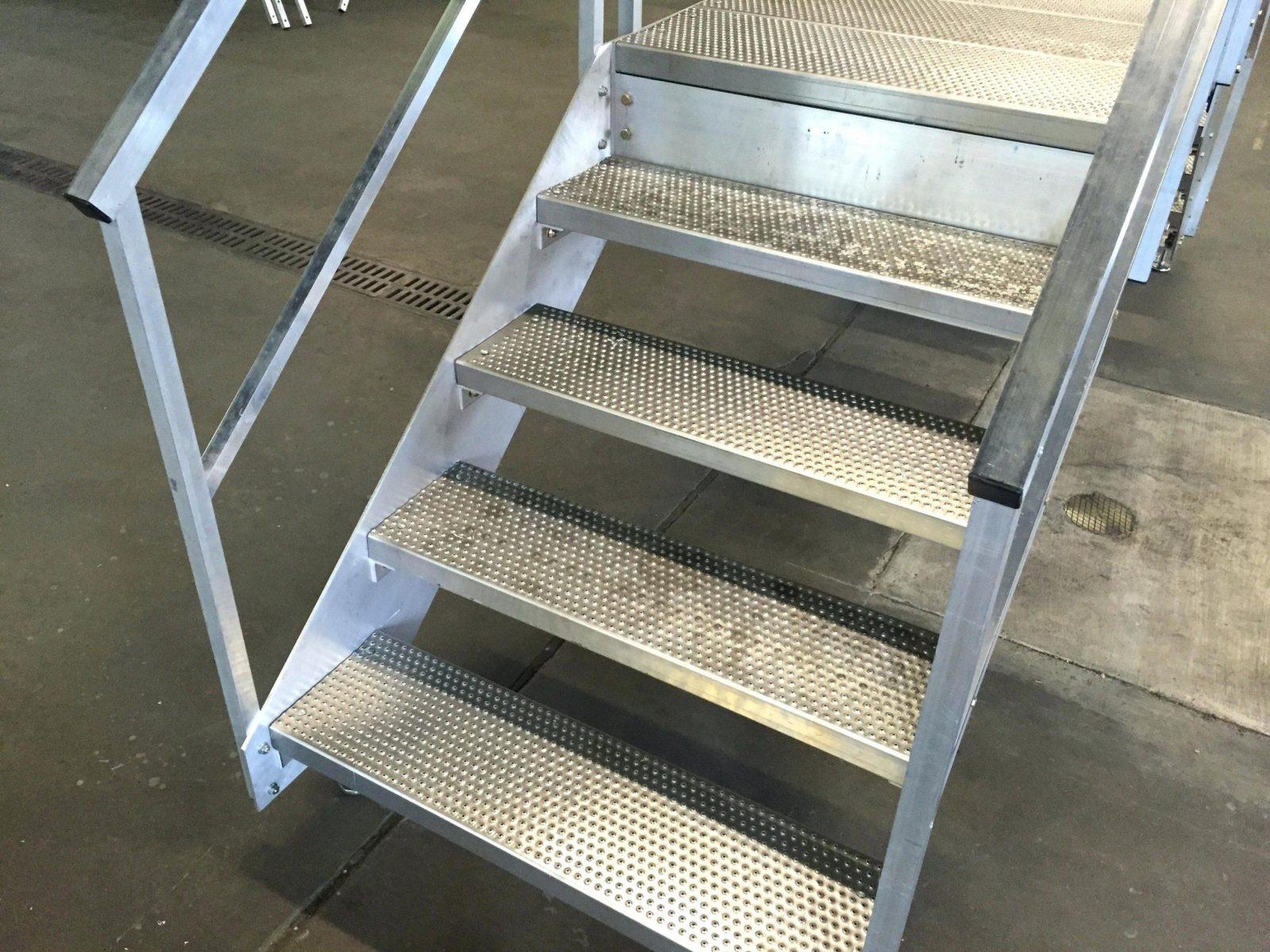 Rampe Fur Treppe Full Size Of Benutzerdefinierte Treppenschan von Treppe Rampe Selber Bauen Bild