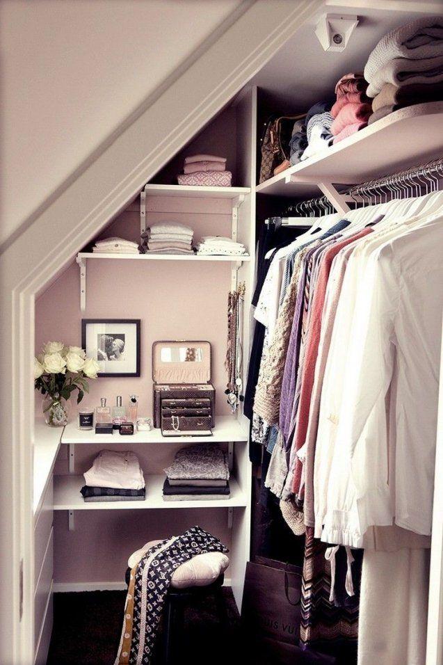 Regale Unter Dachschräge  Kleiner Begehbarer Kleiderschrank  Bs von Ideen Begehbarer Kleiderschrank Dachschräge Bild