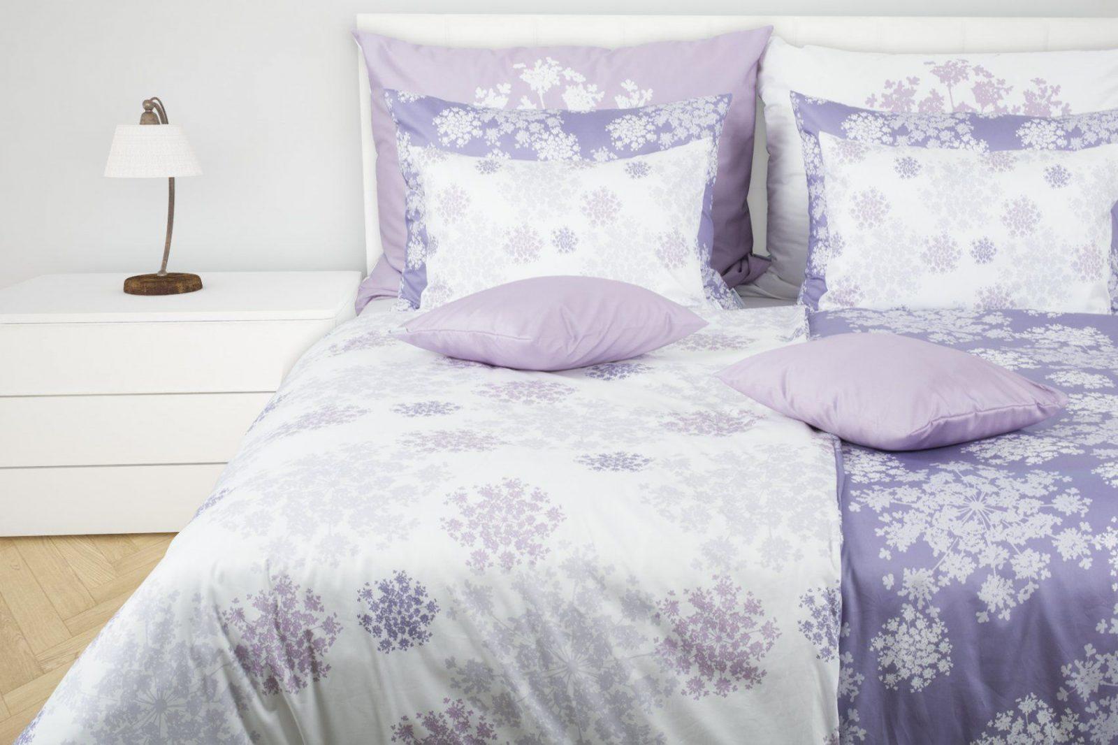 Romantische Satinbettwäsche In Kühlen Lavendeltönen  Glamonde von Bettwäsche Lavendel Motiv Bild