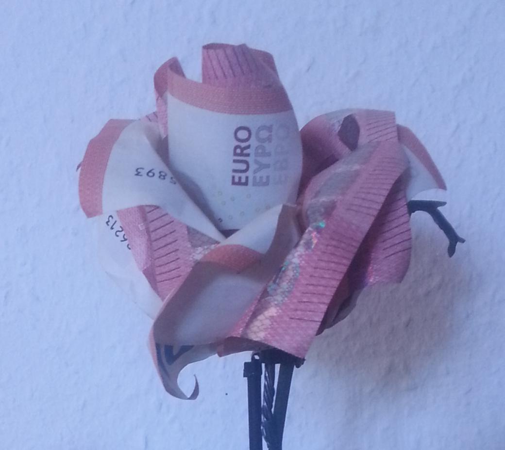 Rose Aus Geldscheinen Falten  Origami Mit Geldscheinen von Blumen Basteln Aus Geld Bild