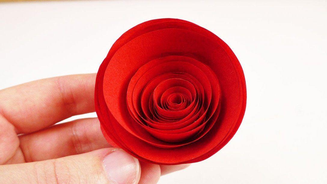 Rote Rosen Aus Papier Basteln  Schnelle Und Einfache Papierblumen von Rose Basteln Papier Anleitung Photo
