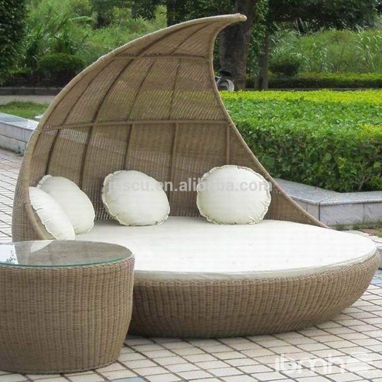 Round Wicker Porch Swing Bed von Round Rattan Swing Bed Photo