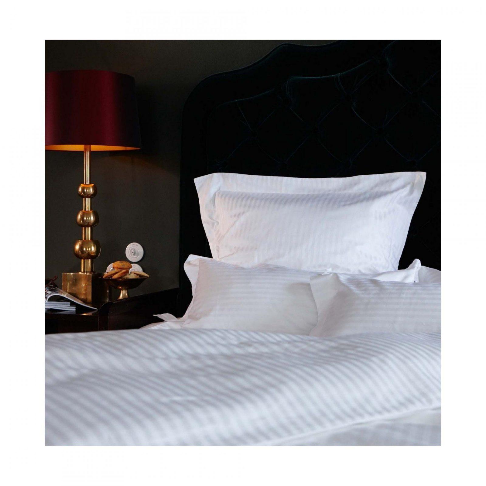 Satinbettwäsche Como Weiß Mit Streifenoptik  Urbanara von Übergrößen Bettwäsche 220X240 Photo