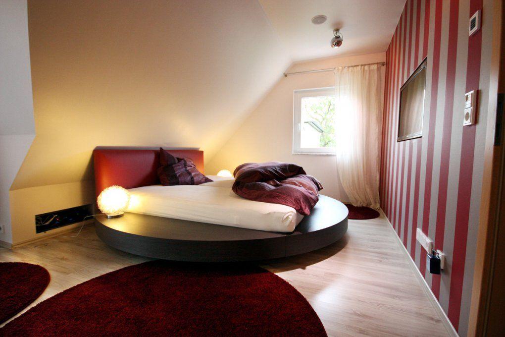 Schlafzimmer Lieblich Schlafzimmer Mit Dachschräge Ideen Von Schräge Wände  Streichen Ideen Bild