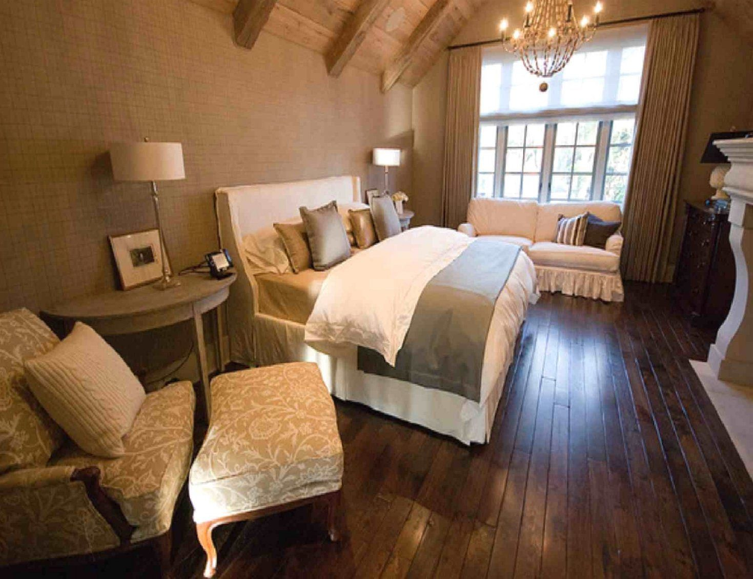 mein schlafzimmer schlafzimmer mit dachschr ge dachschr ge und von schlafzimmer ideen. Black Bedroom Furniture Sets. Home Design Ideas