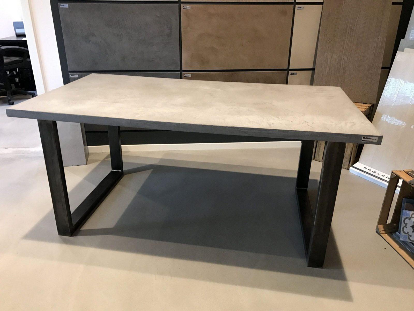 Schön Diy Anleitung Beton Tisch Selber Bauen Mit Carameo Beton Cire von Tisch Aus Arbeitsplatte Bauen Bild