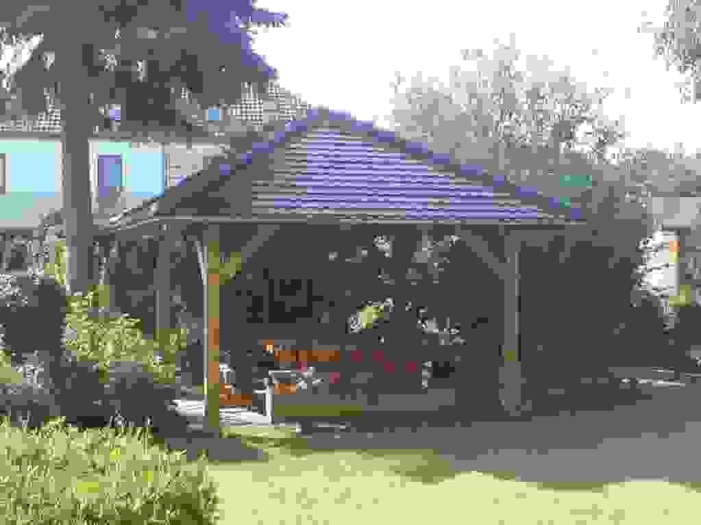 Schöne Sitzecke Mit Einer Eckbank Aus Holz Ist Frisch Ideen Von von Sitzecken Im Garten Bilder Photo