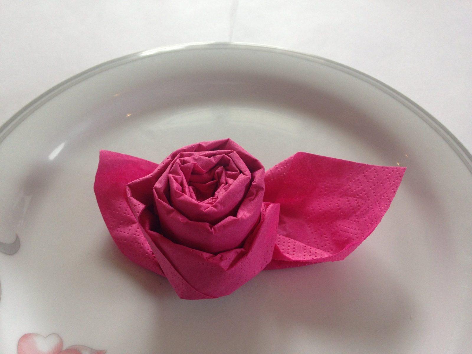 Servietten Falten Einfach 'edle Rose' Für Hochzeit + Geburtstag von Servietten Falten Blume Anleitung Photo