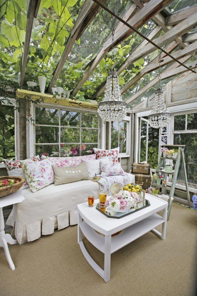 Shabby Chic Im Garten Gestalten Mit Originellen Möbeln Und Dekorationen von Terrasse Im Landhausstil Gestalten Bild