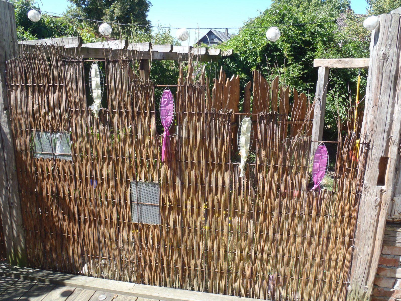 Sichtschutz Aus Baustahlmatte Und Weide  Garden Structures von Weide Sichtschutz Selber Machen Bild