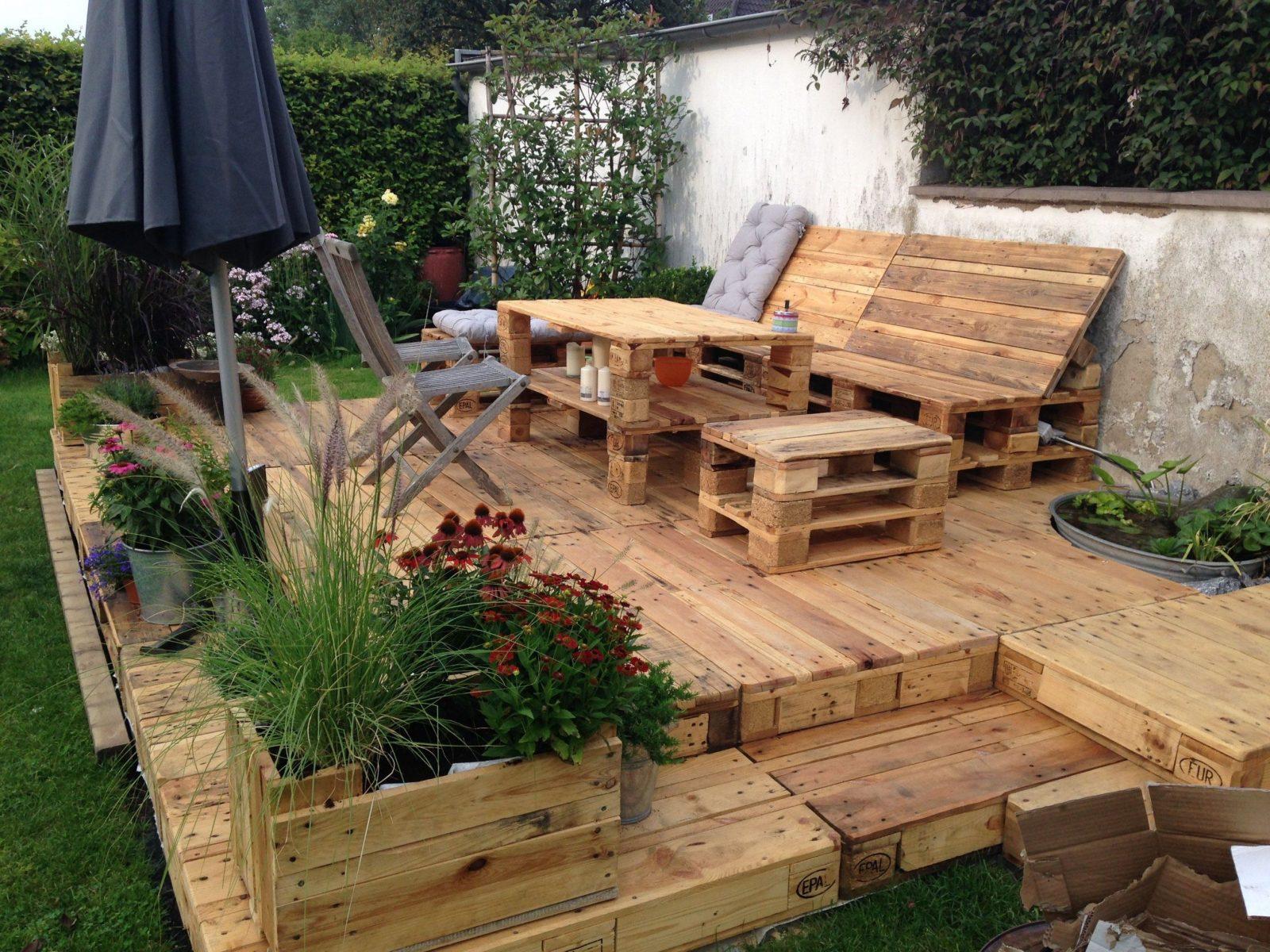 Sitzecke Bauen Inspirierend Terasse Aus Paletten Der Sommer Steht von Sitzecke Garten Selber Bauen Photo