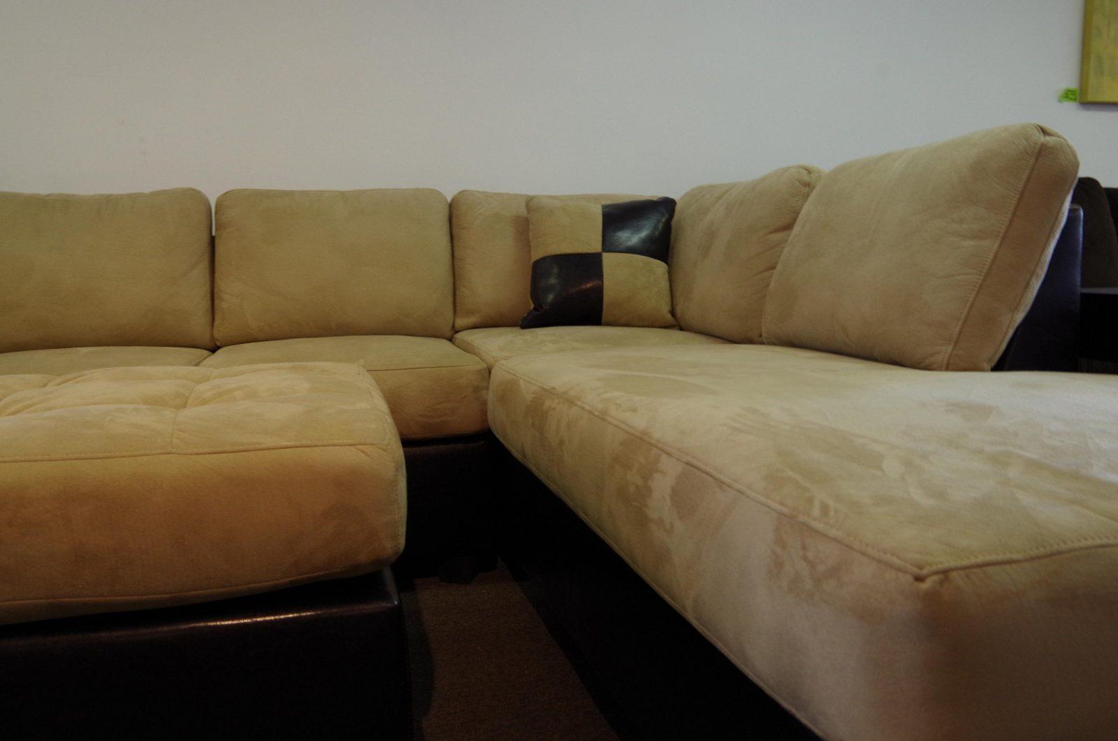 Sofa Reinigen Microfiber Bed Couch Mit Rasierschaum Polster von Stoff Couch Reinigen Hausmittel Bild