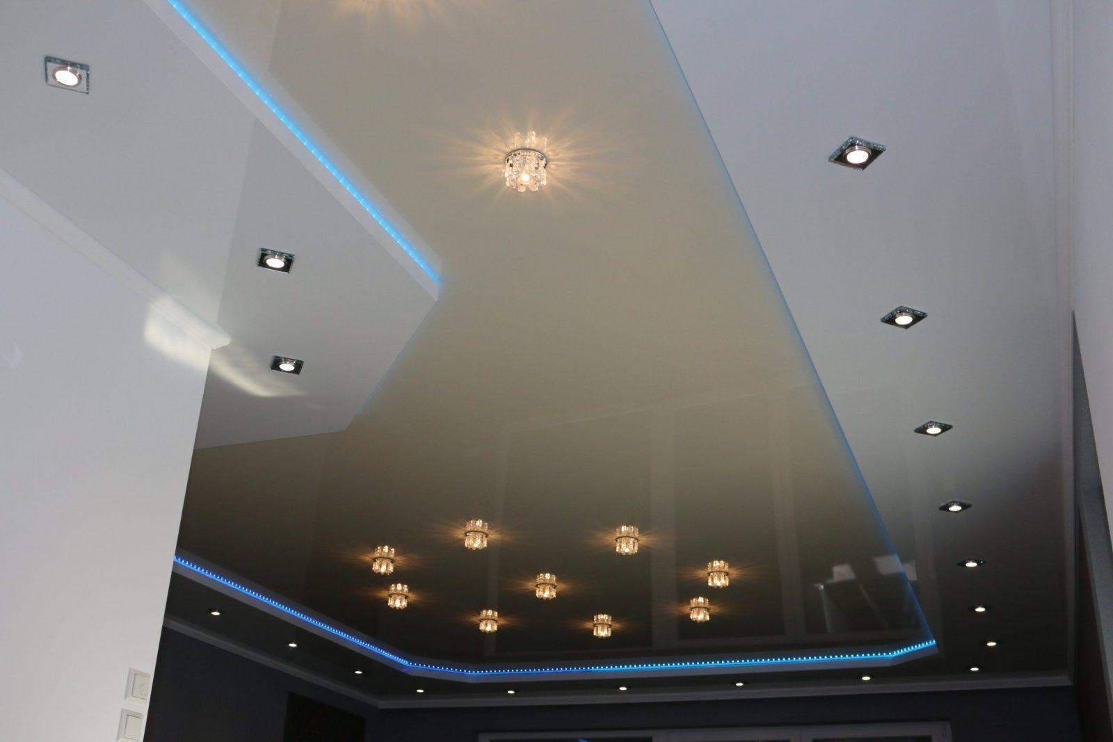 abgeh ngte decke mit indirekter beleuchtung lichtvouten selber machen von abgeh ngte decke. Black Bedroom Furniture Sets. Home Design Ideas