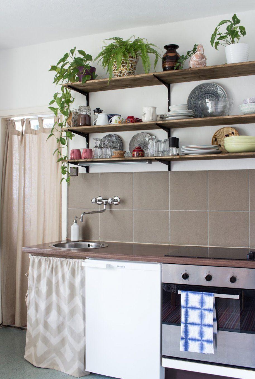 Stauraum Unter Der Arbeitsplatte  So Nähst Du Einen Vorhang Für Die von Küchen Regale Selber Bauen Bild
