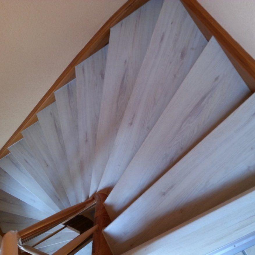 Treppenrenovierung mit laminatstufen stufendekor eiche for Holztreppe streichen farbe