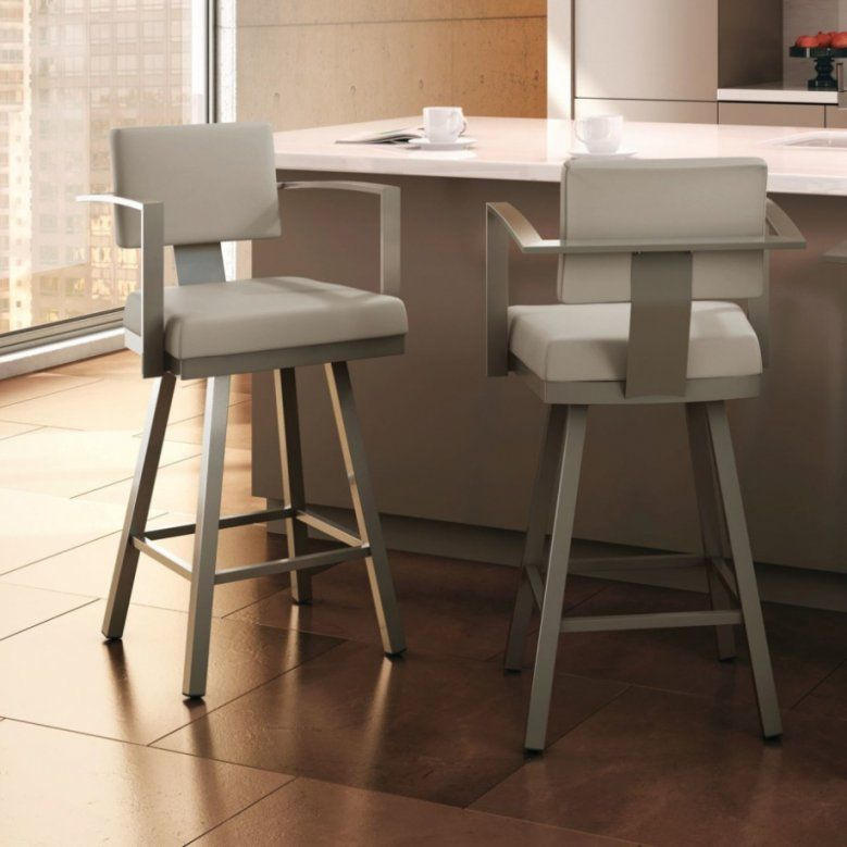 Stools Interesting Bar Stools With Arms For Mini Bar Camer Design von Mini Bar With Stools Bild