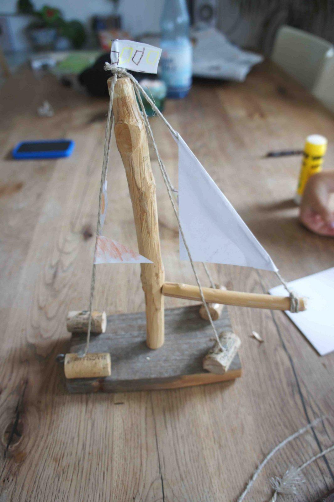Surprising Design Ideas Holzschiff Bauen Mit Kindern Schiffe Basteln von Boote Basteln Mit Kindern Bild