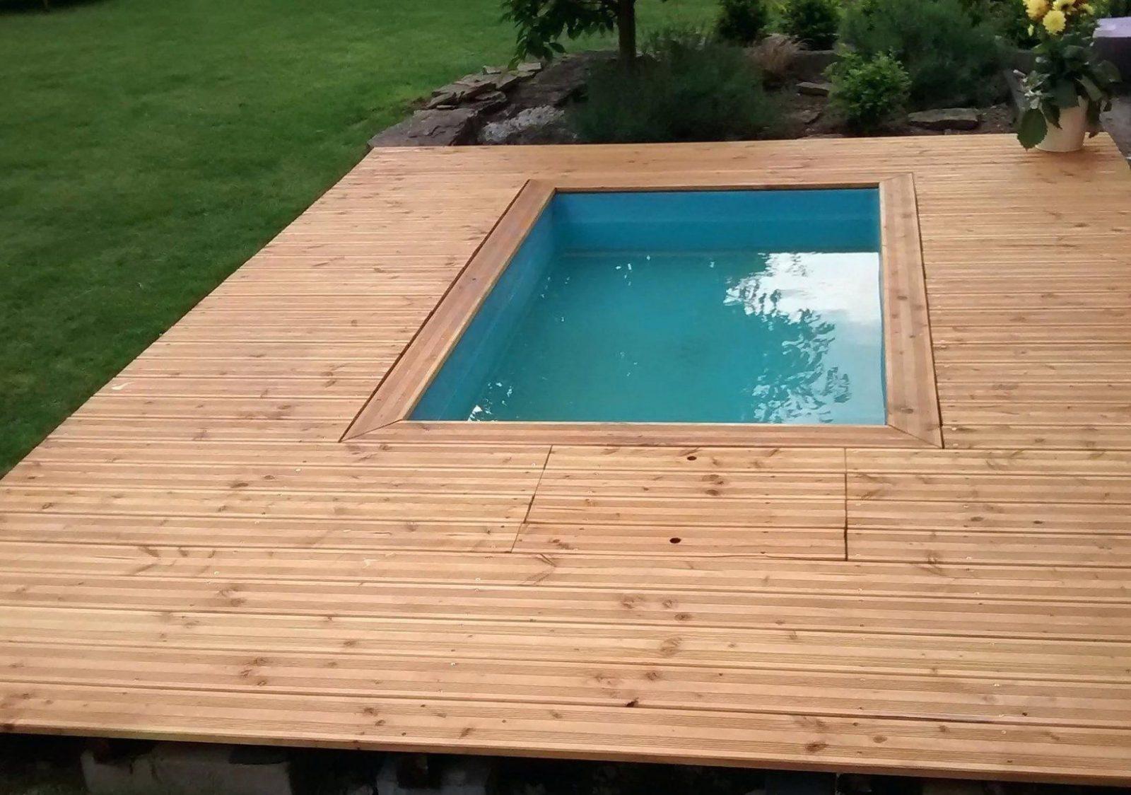 swimmingpool im garten holzterrasse pool selber bauen fur kosten von
