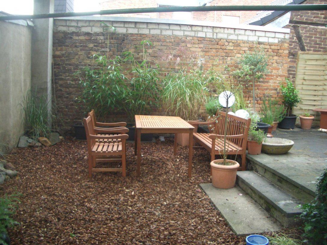 Terrasse Aus Dekorrindenmulch Oder Kies  Hausgarten von Günstige Alternative Zu Rindenmulch Bild