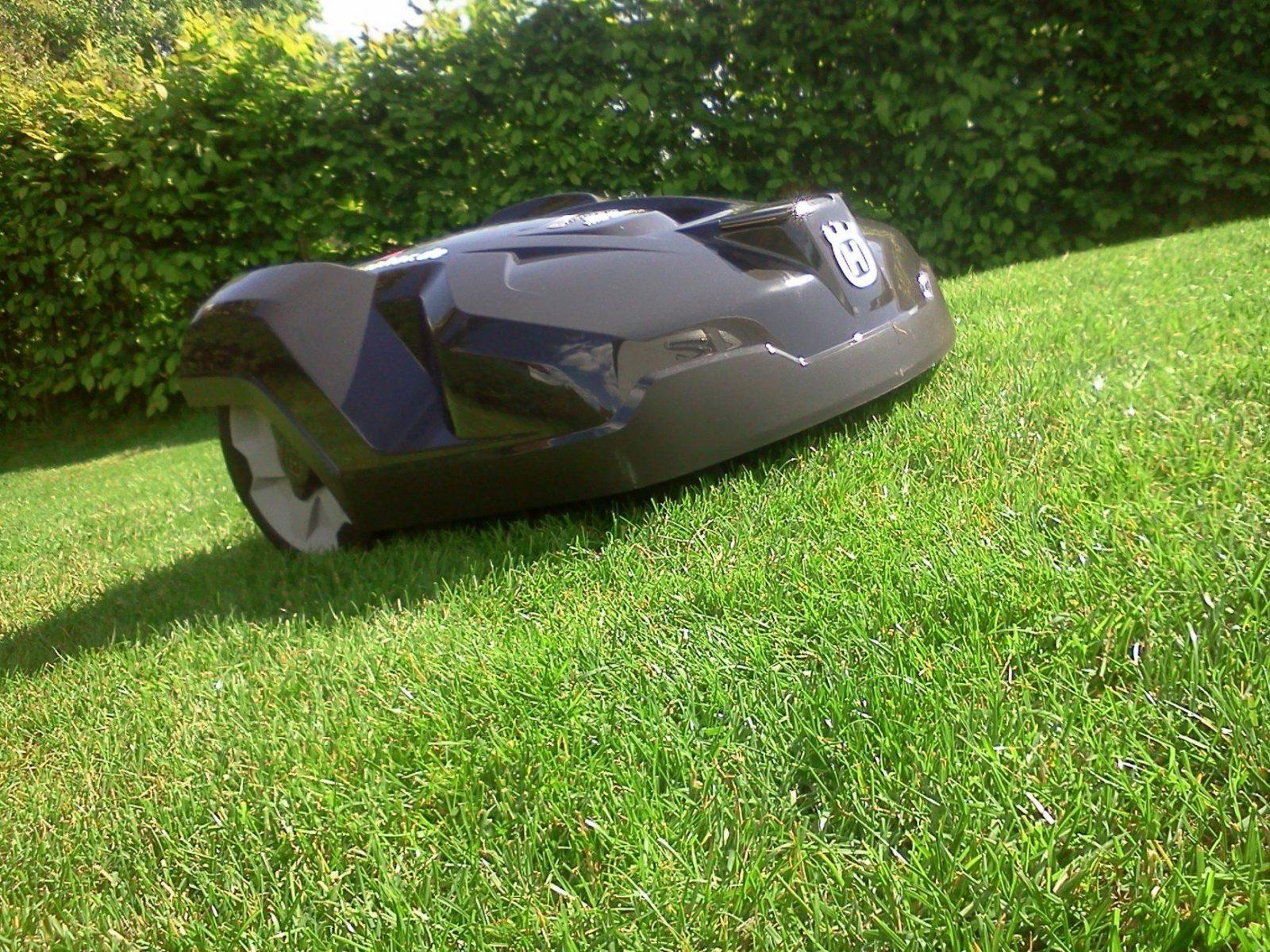 Testvergleich Der Neuen Automower 320 Und 330 X von Rasenmäher Roboter Mit Gps Photo