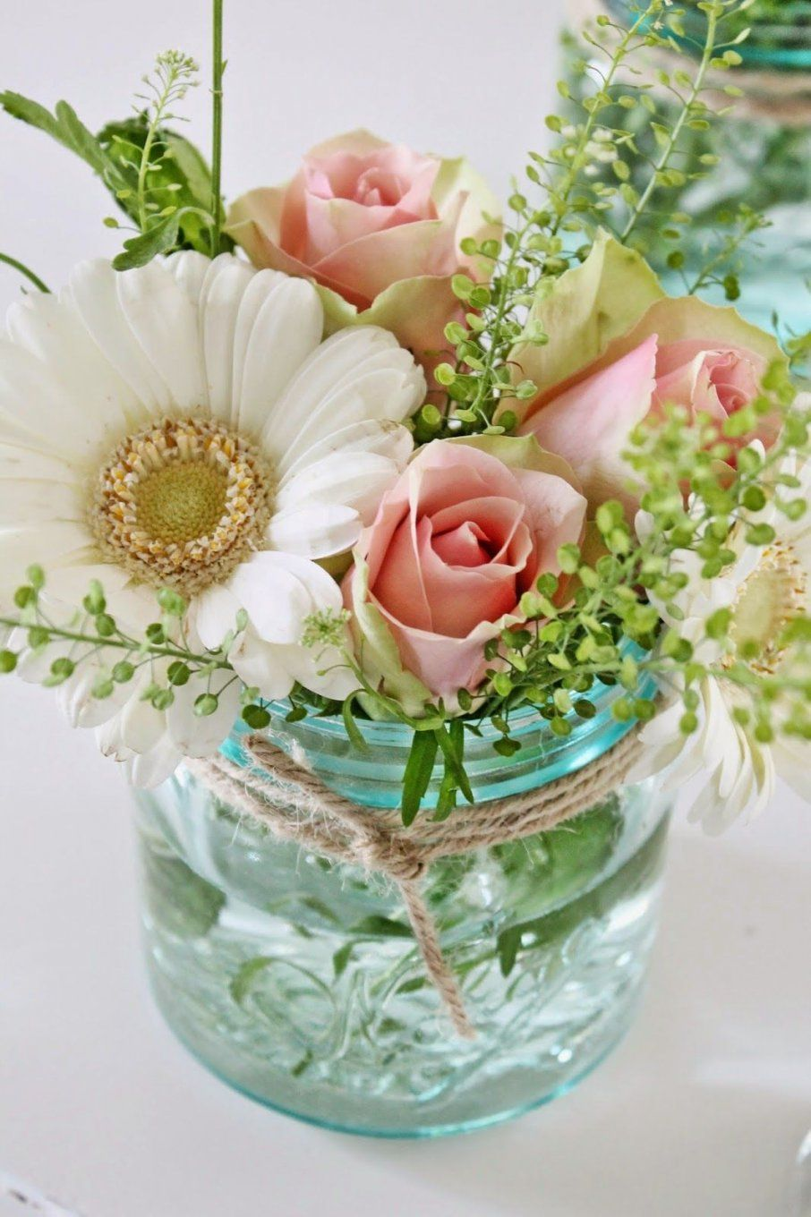 This Pretty Bouquet Made Of Pink Roses And White Daisies Makes A von Mason Jar Flower Vases Photo